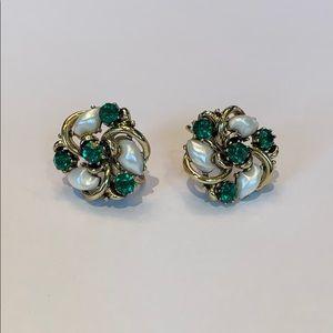 Lisner emerald rhinestone and pearl beads earrings
